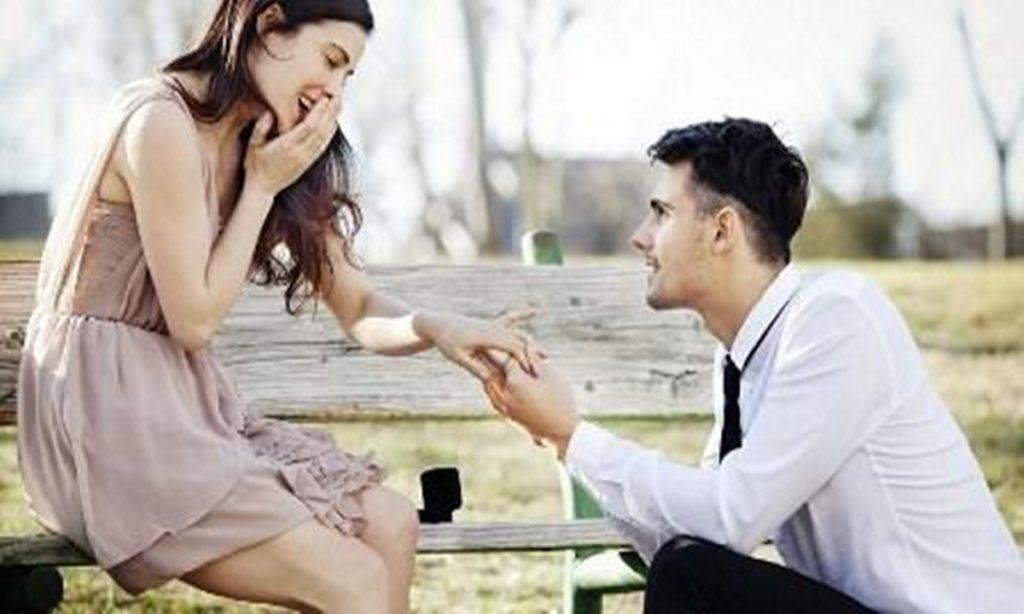 7 Hal yang Ada di Kepala Pria Saat Berciuman