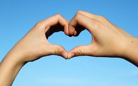5 Tanda Anda Sedang Jatuh Cinta