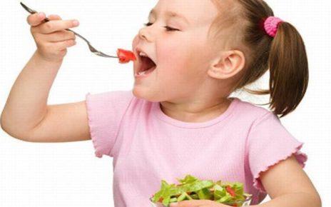 pola makan anak kecil