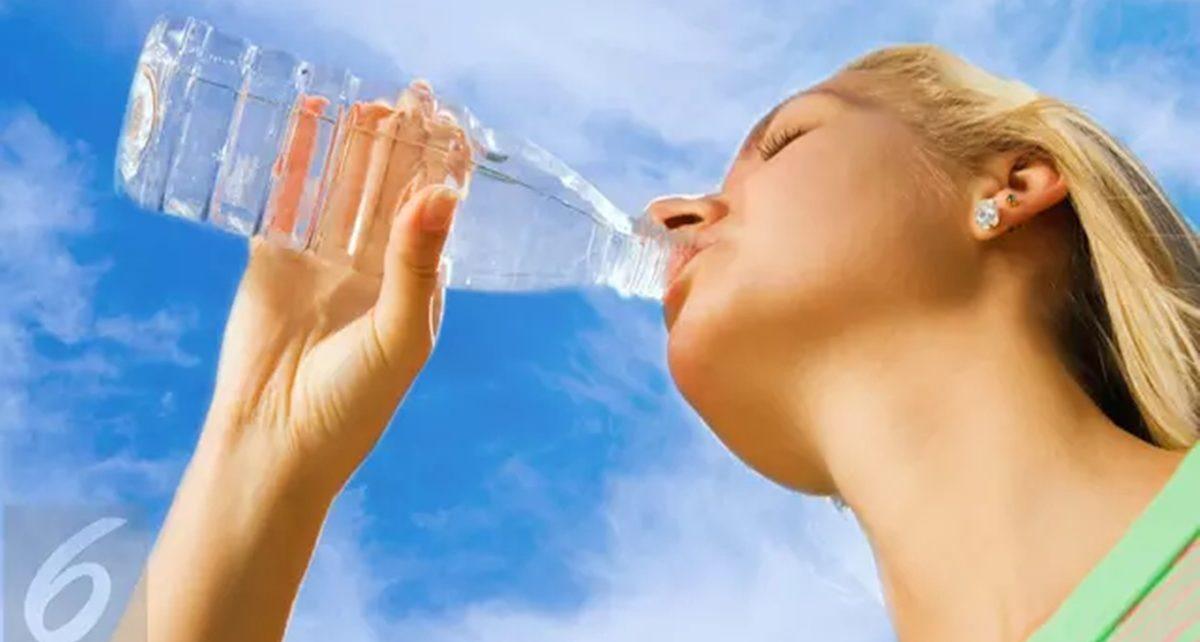 7 Efek Negatif Minum Air Putih Berlebihan, Timbulkan Masalah pada Jantung