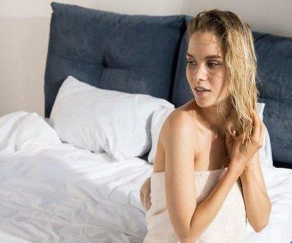 8 Bahaya Tidur dengan Rambut Basah bagi Kesehatan, Jangan Anggap Sepele