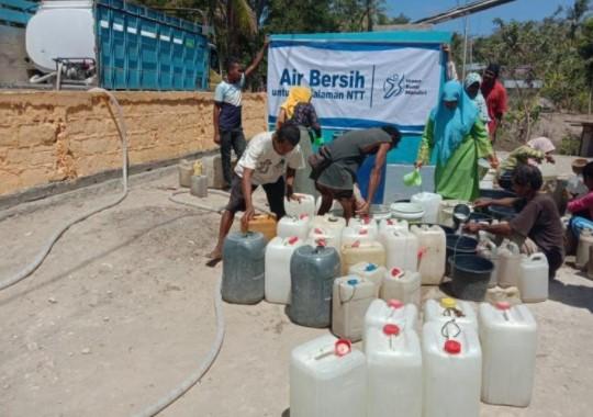 Cara Tak Biasa Warga Pedalaman NTT Mendapatkan Air Bersih