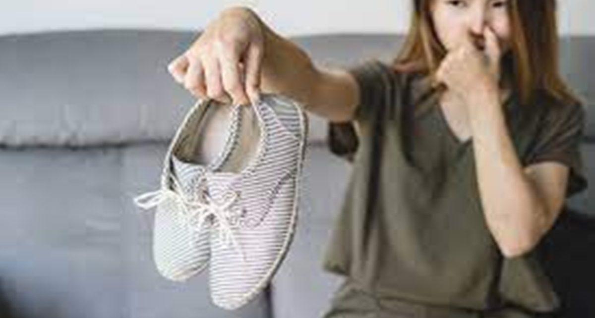 15 Cara Menghilangkan Bau Sepatu dalam Semalam, Mudah dan Efektif Banget