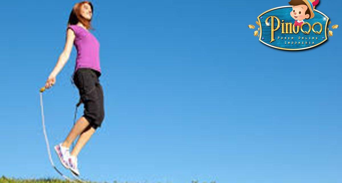 7 Manfaat Lompat Tali bagi Tubuh dan Cara Melakukannya yang Benar