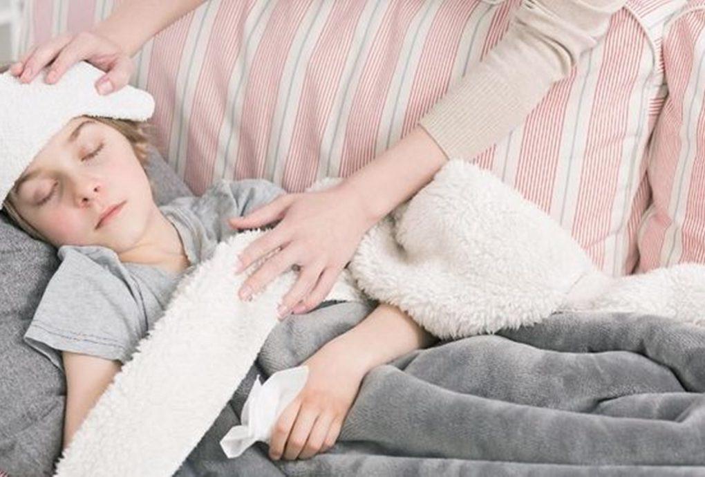 Jangan panik jika anak demam usai vaksin covid